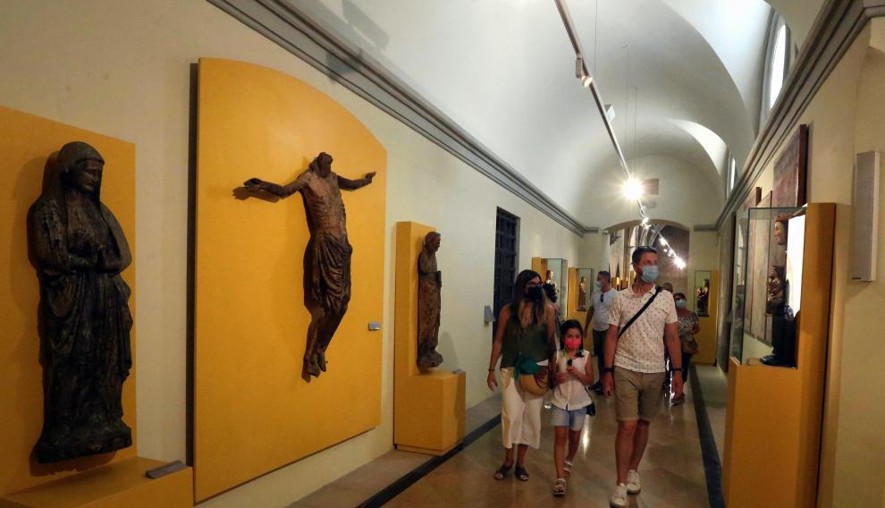 La gran colección de arte sacro del Museo Diocesano sorprende a los visitantes.    turistas visitantes   foto pablo segura    12 - 8 - 21