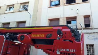 El segundo piso del número 9 de la calle Guara de Barbastro ha sufrido un incendio este domingo.