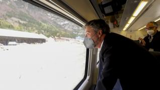 Llegada del primer tren a la nueva estación de Canfranc.