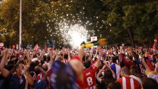 Jugadores y hinchas colchoneros celebran la victoria