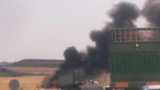 Accidente entre un tractor y una furgoneta cerca de Sariñena