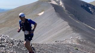 Alberto Lasobras, ganador en la 28K, subiendo el pico Estibafreda (2700 m)