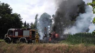 Incendio cosechadora Almudévar verano 2021