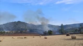 Incendio por una cosechadora Puebla de Castro