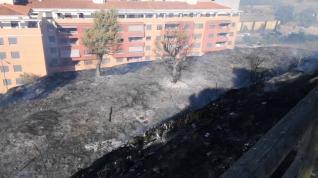 Incendio en un solar de Barbastro.