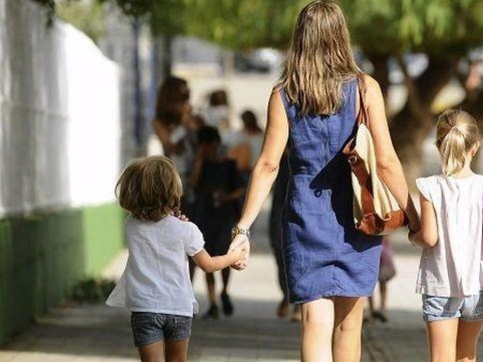 Familias monoparentales de Aragón puntuarán más en la escolarización de 2020