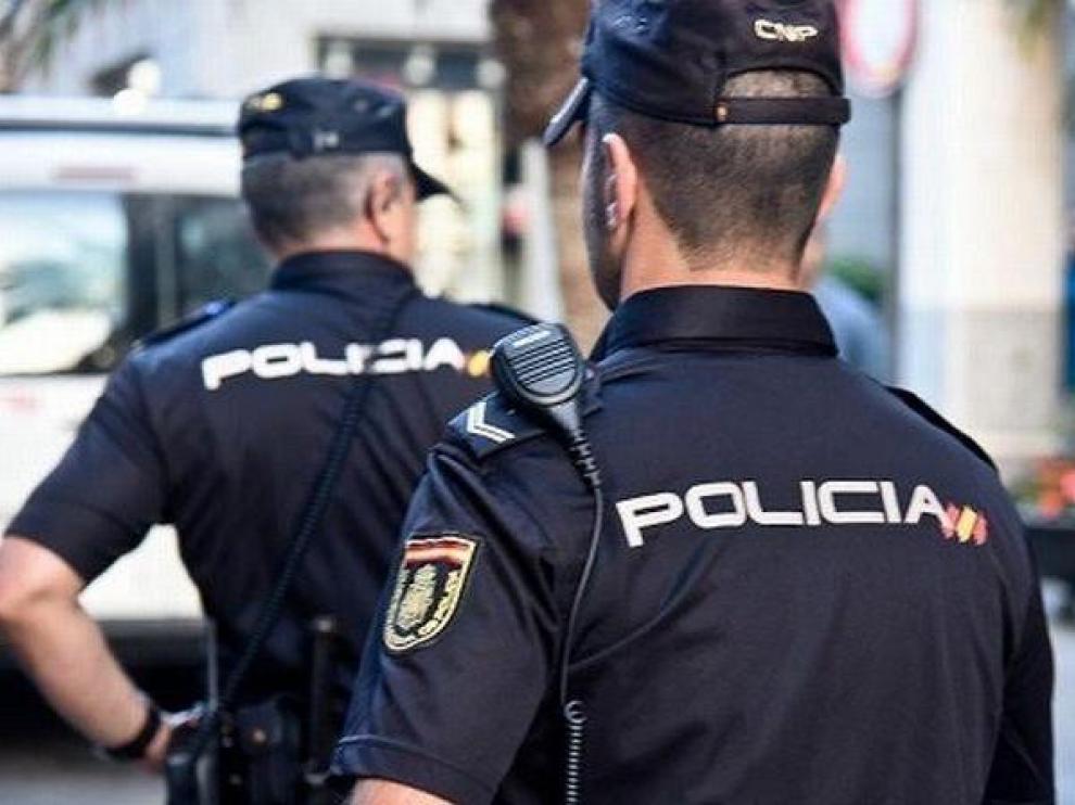 La Policía sorprende a dos ladrones en el interior de un local en Zaragoza