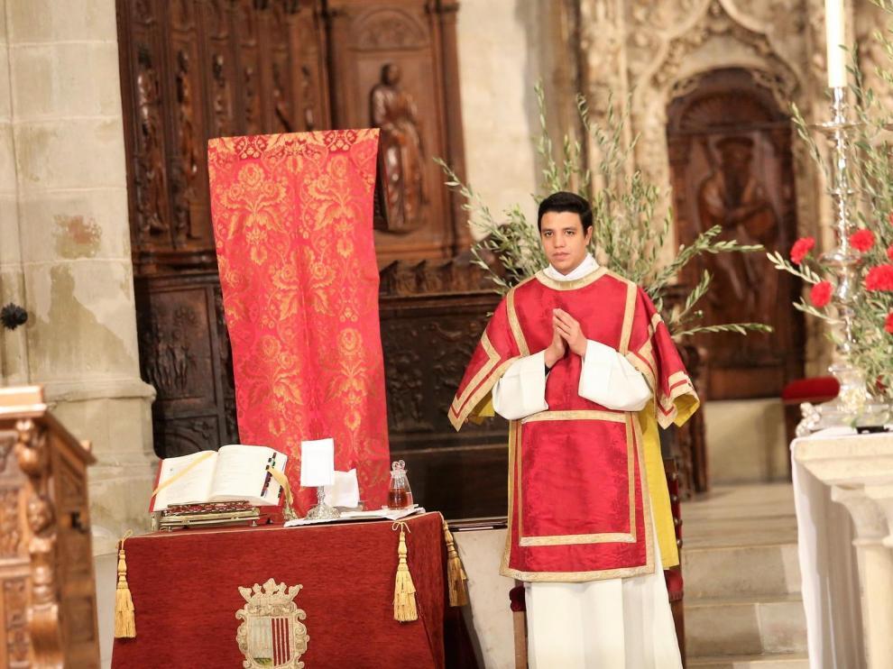 Los oscenses celebran el Domingo de Ramos de puertas para adentro