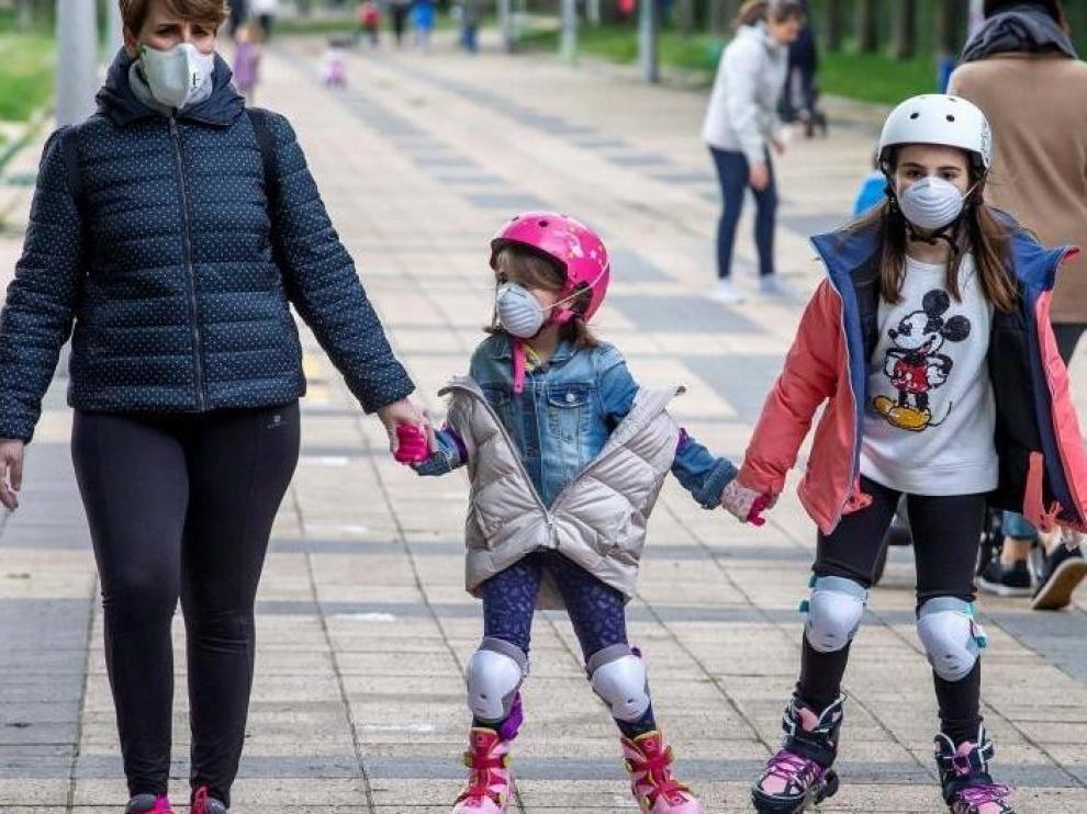 La OMS recomienda el uso de mascarilla para los niños a partir de 12 años