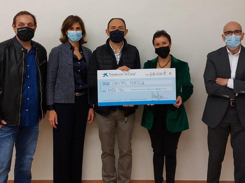 """El taller """"A todo trapo"""", de Cáritas, recibe 10.000 euros de la Fundación """"la Caixa"""""""