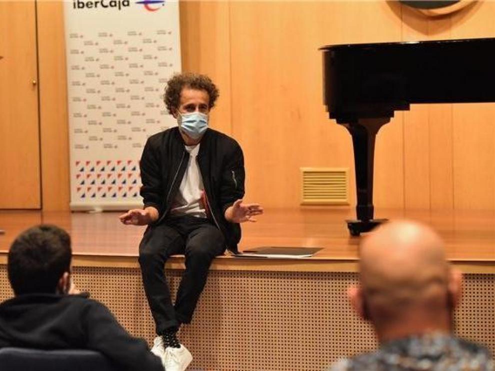 """Pecker impartirá un taller """"online"""" de escritura creativa de canciones"""