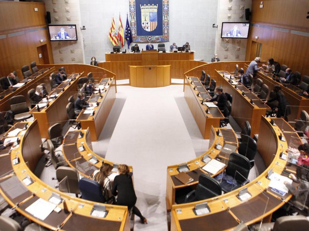 Las Cortes de Aragón rechazan las ayudas directas por el cierre de las estaciones