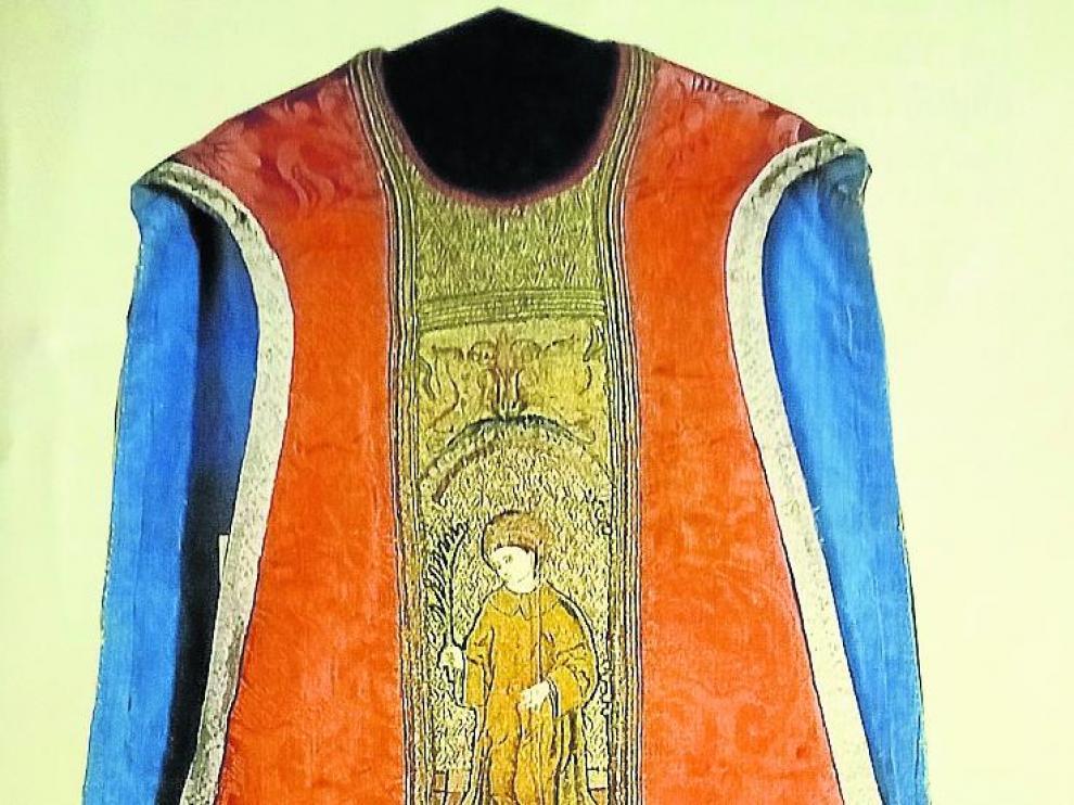 La Casulla de San Vicente, de Roda de Isábena, está entre las piezas devueltas el viernes.
