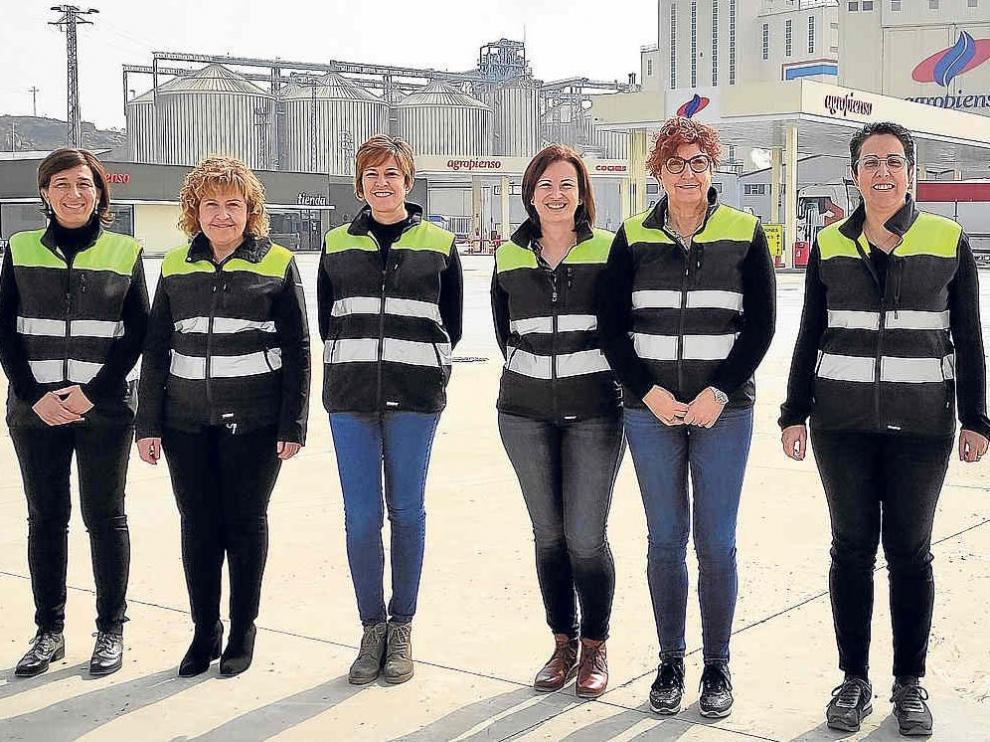 Nieves Peropadre, cuarta por la izquierda, junto al resto de mujeres de su equipo directivo.
