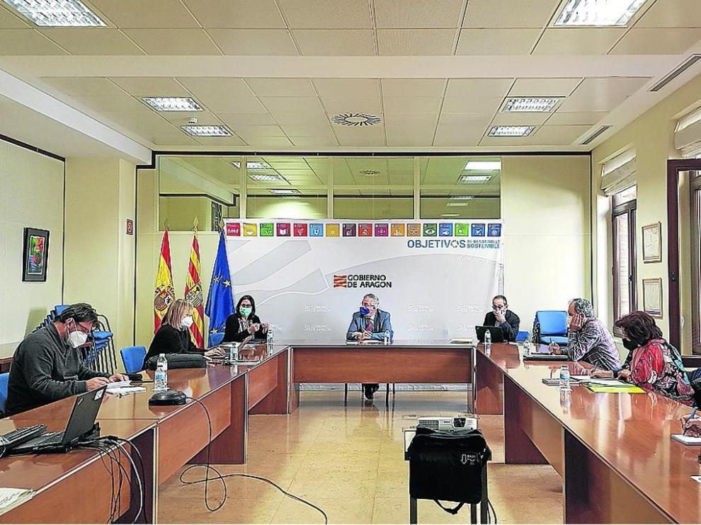 Reunión celebrada ayer entre Gobierno de Aragón y organizaciones agrarias.