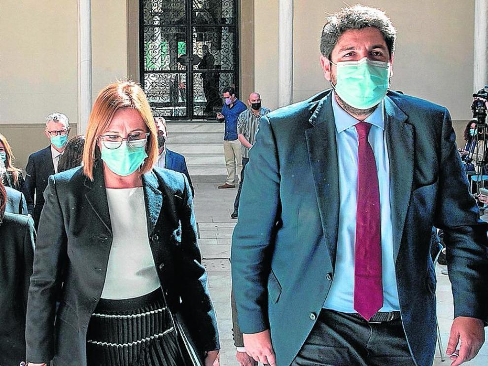 Isabel Franco y Fernando López Miras, tras la rueda de prensa convocada este viernes.