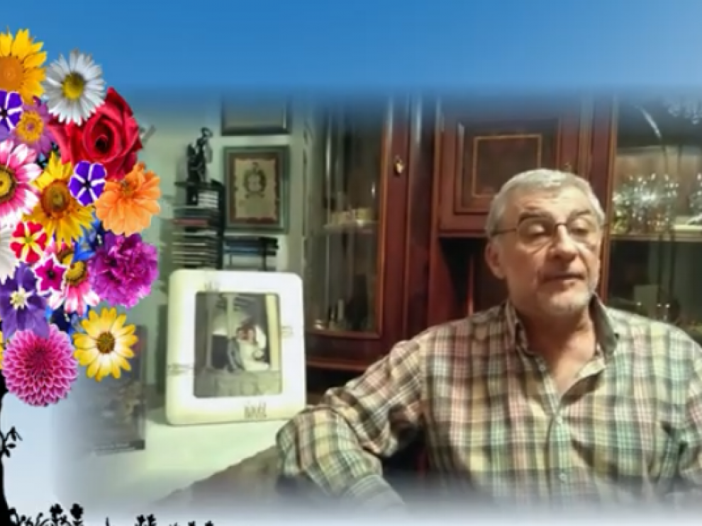 José Ortiz es uno de los autores que aparece en las imágenes recitando dos obras propias.