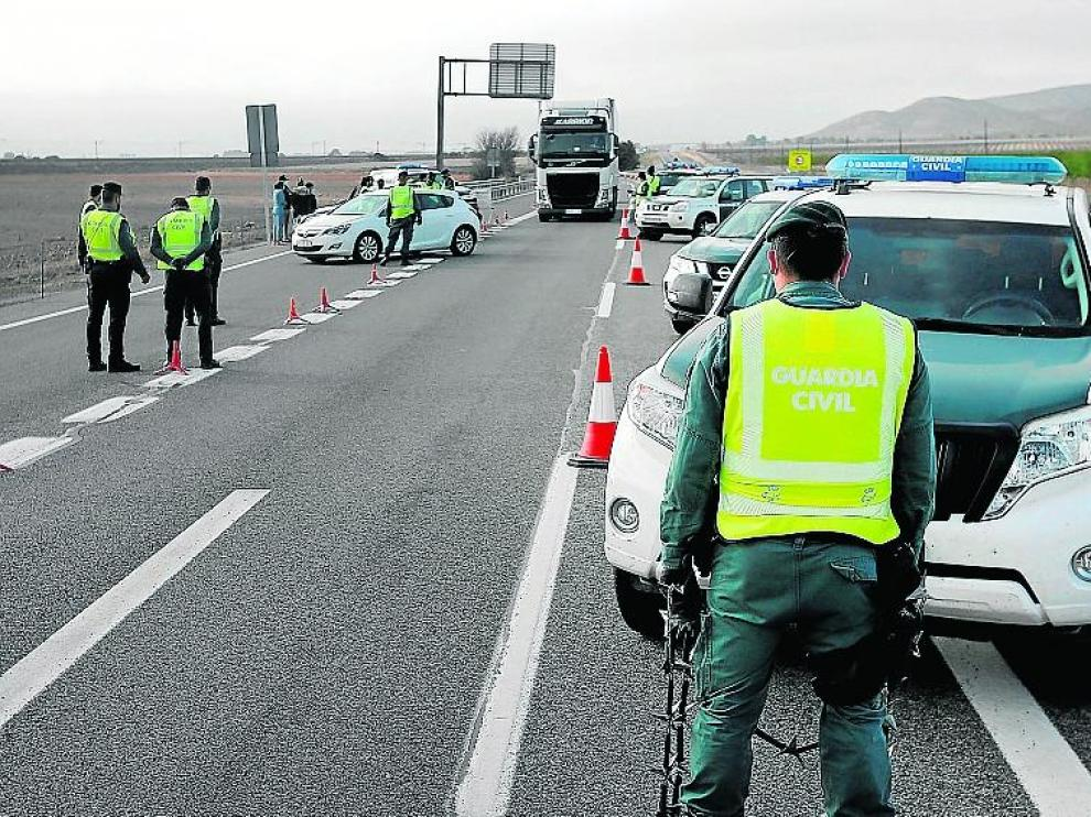 Control de la Guardia Cilvia a la entrada de Alicante desde Madrid