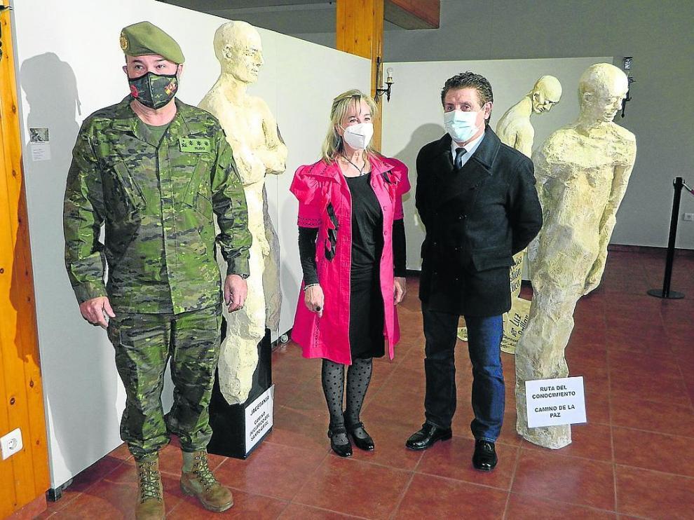 Francisco Rubio, María Gómez e Ildefonso Salillas, en la inauguración de la exposición.