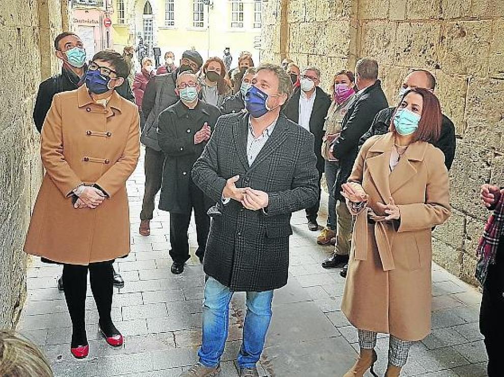 Visita de autoridades ayer para conocer el resultado final de la obra de restauración de la Catedral de Teruel.