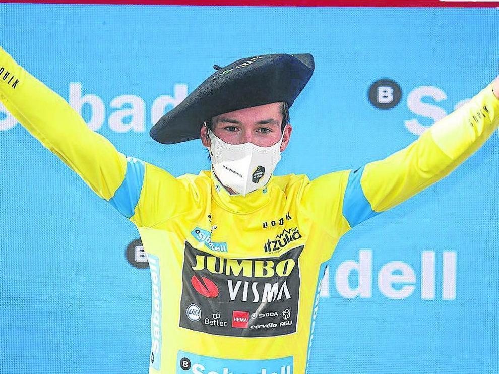Roglic, con el maillot ganador de la Vuelta al País Vasco.