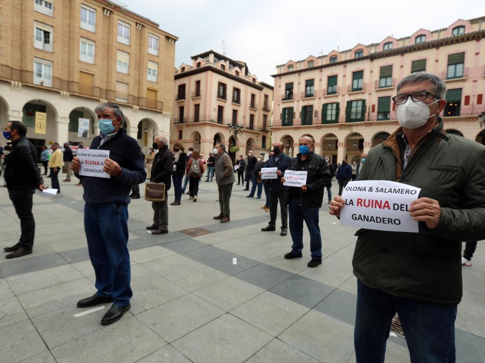 Acto de protesta de los ganaderos este jueves en Huesca.