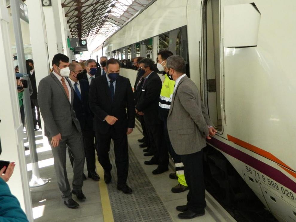 El ministro Ábalos, acompañado de Lambán y demás autoridades en la Estación de Canfranc