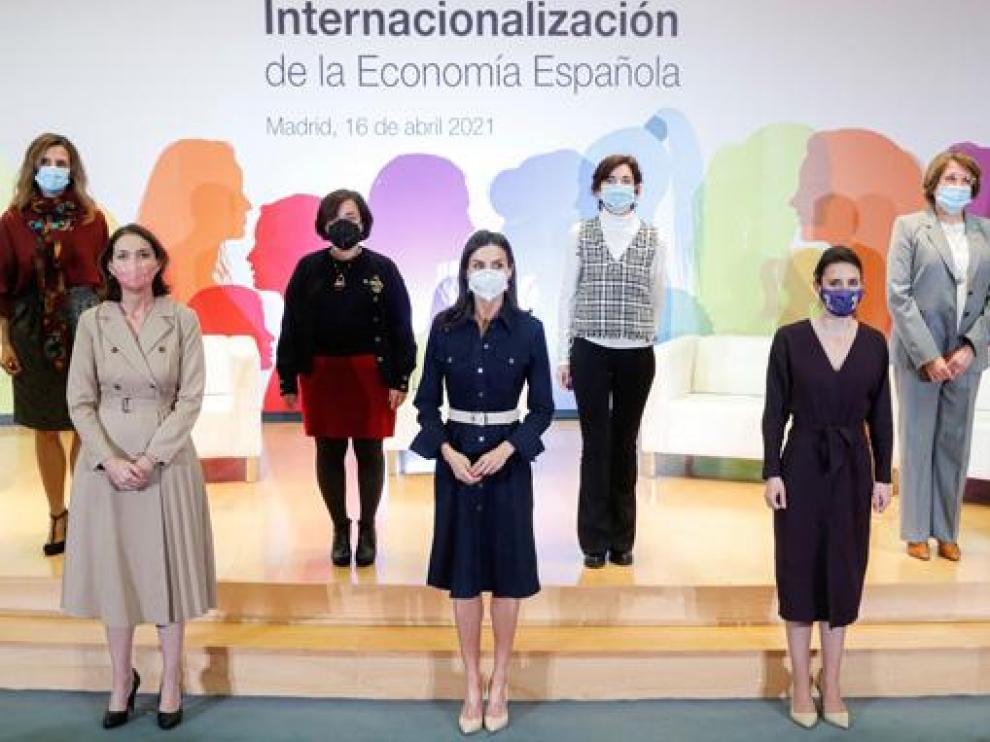 Reyes Maroto, la reina Letizia e Irene Montero, en el acto celebrado ayer en el Ministerio de Industria.