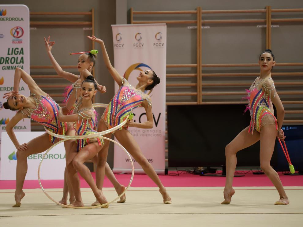 El conjunto español, en una exhibición realizada días antes de viajar a Uzbekistán.