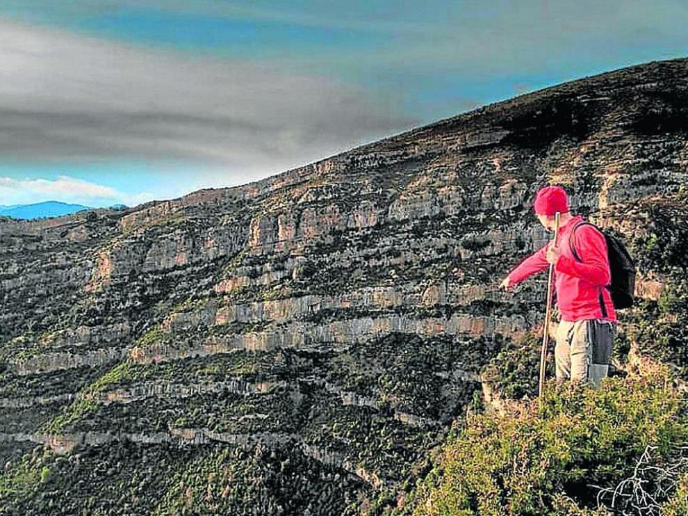 Óscar Ballarín lleva meses explorando paso a paso el monte de Navaín, donde ha descubierto antiguas rutas y conocido viejos usos del pico de Boltaña.