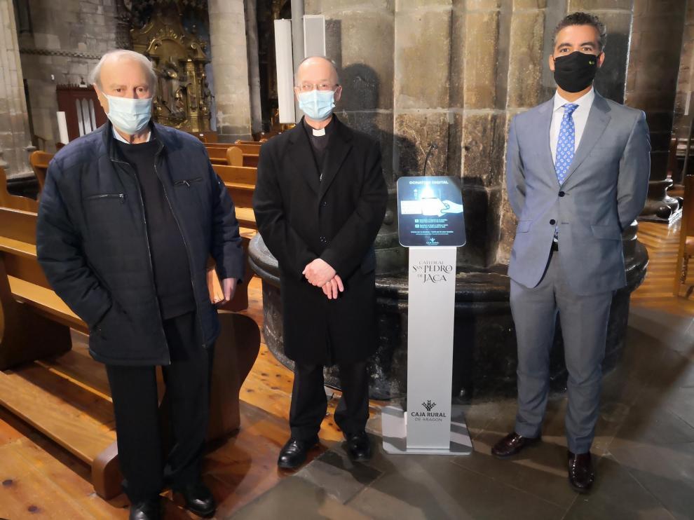 Acto de inauguración del nuevo servicio en la catedral de Jaca.