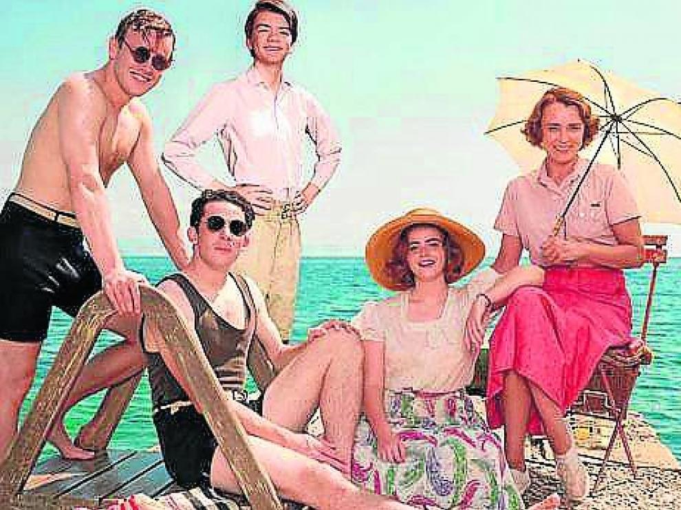 Fotograma de la serie sobre la familia Durrell, basada enTrilogía de Corfú, de Gerald Durrell.
