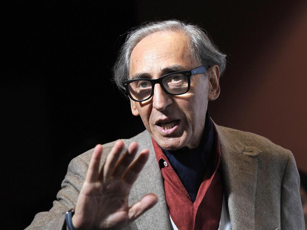 Rome (Italy).- (FILE) - Italian musician Franco Battiato poses during the photocall for the movie 'Due volte Delta' at the 9th annual Rome Film Festival, in Rome, Italy, 23 October 2014 (reissued 18 May 2021). According to various media quoting his family, Battiato has passed away at his residence in Milo earlier in the day, aged 76. (Cine, Italia, Roma) EFE/EPA/CLAUDIO ONORATI *** Local Caption *** 51101555 Franco Battiato dies aged 76