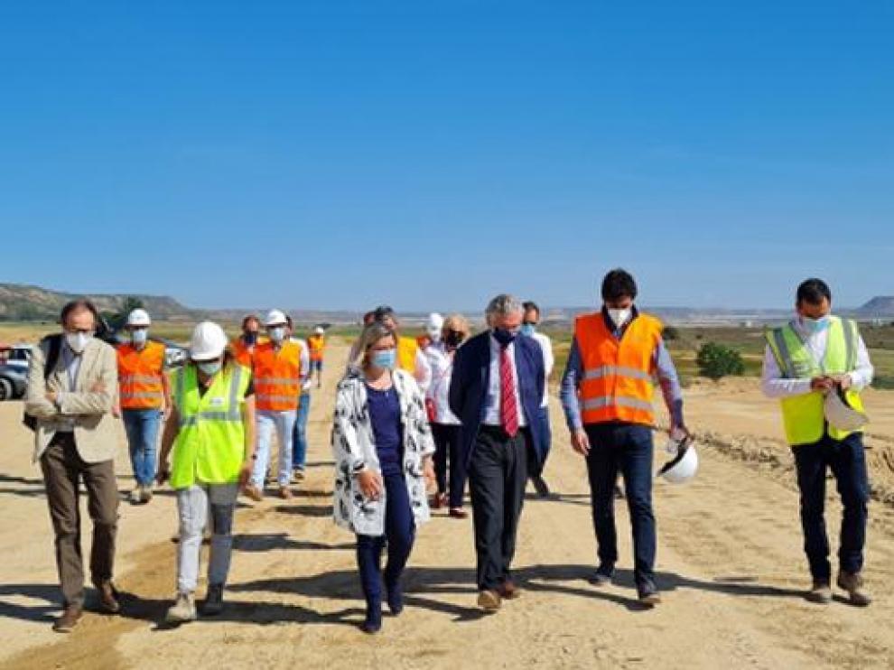 El consejero Olona visita las obras de modernización integral del regadío de Alcolea de Cinca.