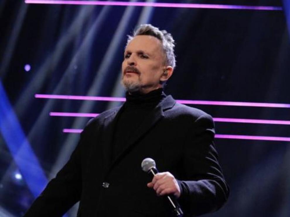 Miguel Bosé en el programa 'La voz' emitido por Azteca.