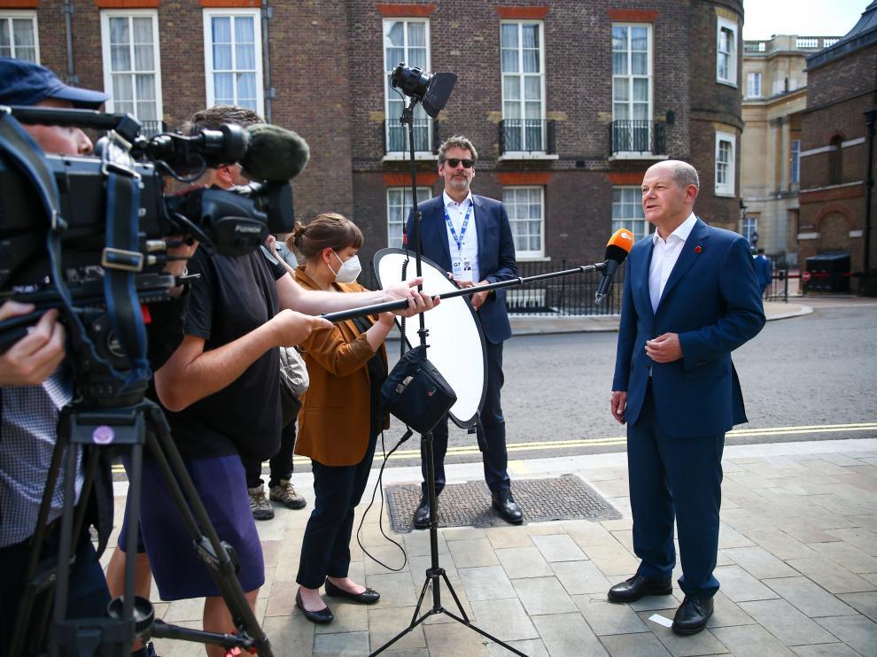 El ministro de Economía alemán, Olaf Scholz explica el acuerdo a los medios