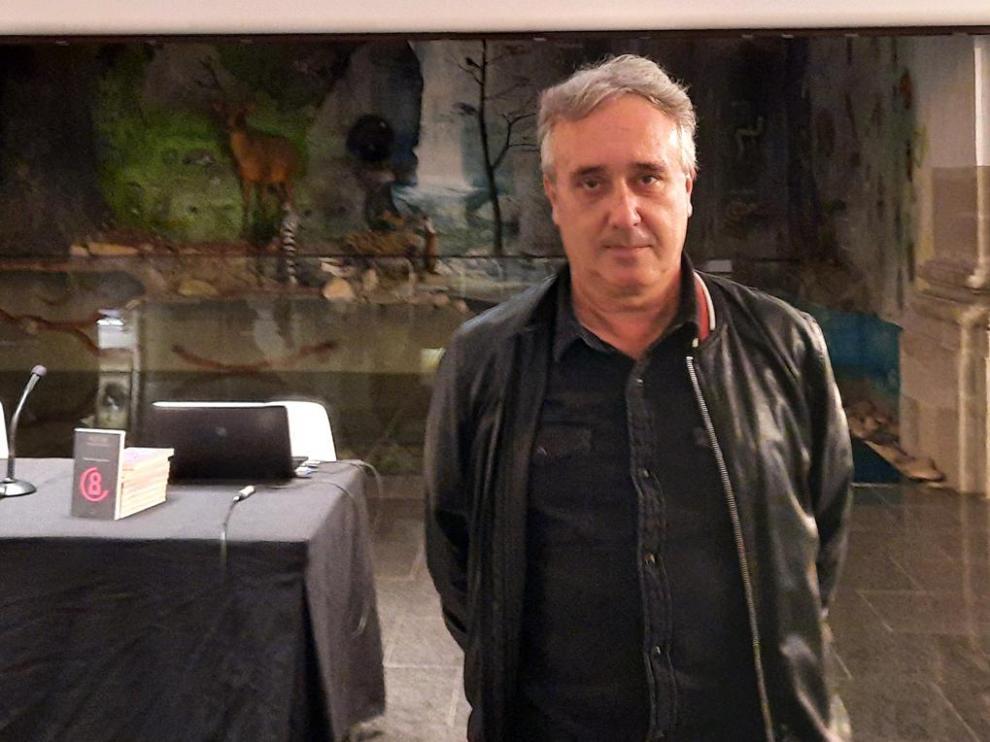 El escritor Javier Hernández presentó su nueva novela el pasado viernes en Graus.