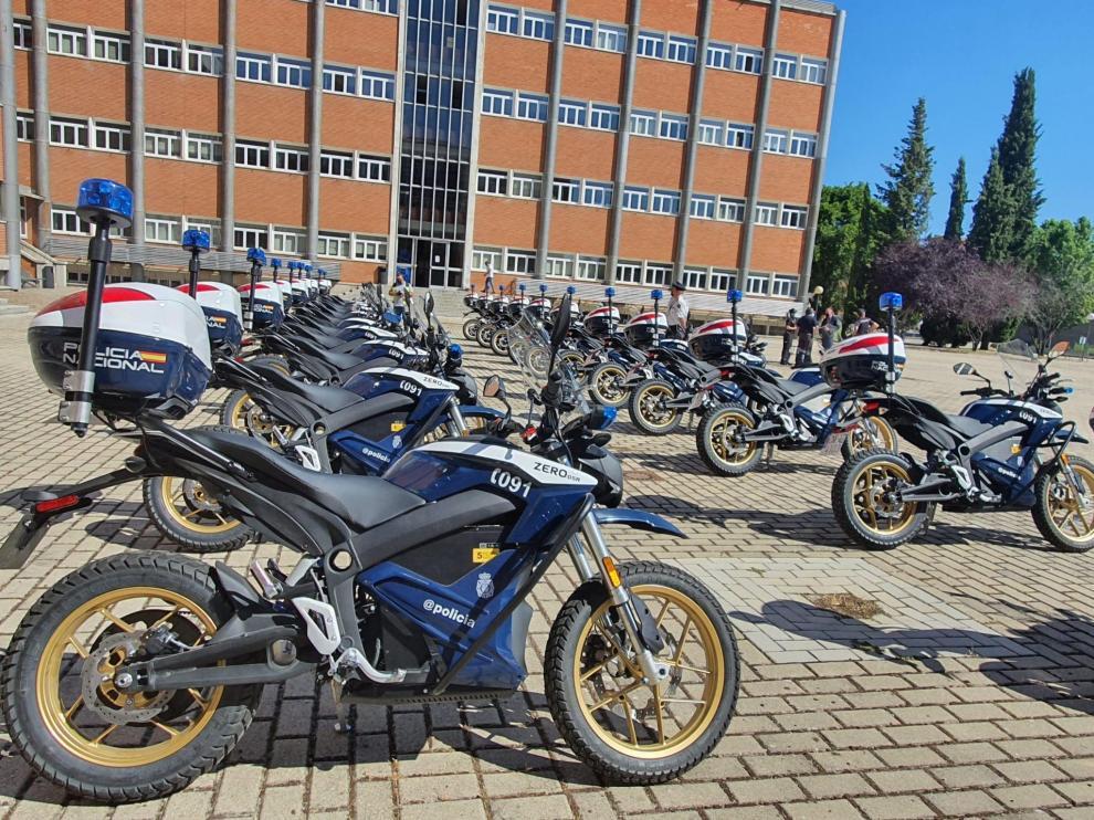 Imagen de las nuevas motocicletas eléctricas adquiridas por el cuerpo de seguridad.