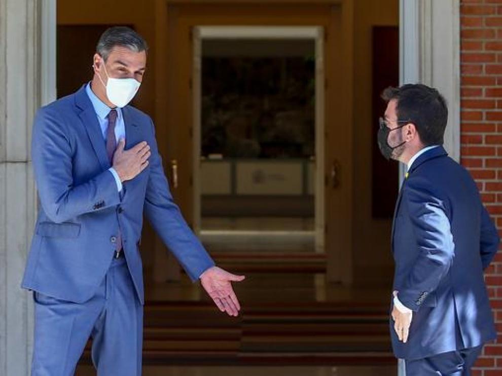 Sánchez recibe a Aragonès en Moncloa antes de dar comienzo a su reunión de este martes.