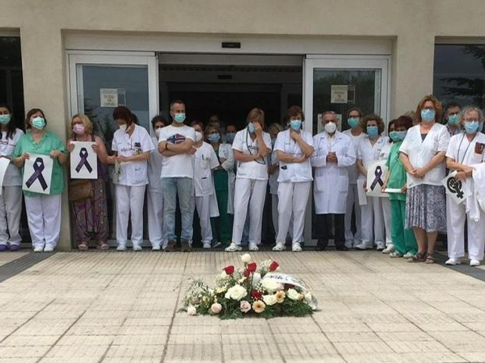 Acto en recuerdo de Hassna este jueves por sus compañeros del Hospital de Barbastro.