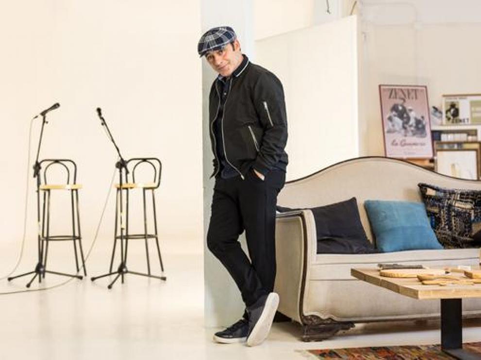 El artista malagueño Toni Zenet posa en el estudio donde realizó las grabaciones de Zenetianos.