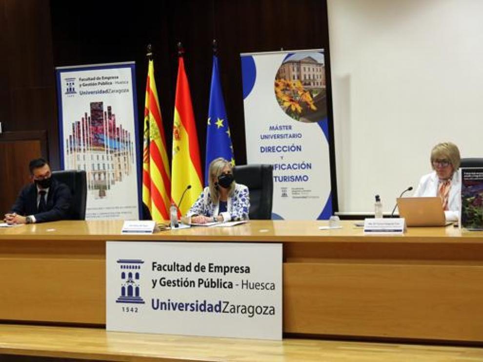 Presentación del libro en la Facultad de Empresa y Gestión Pública de Huesca.
