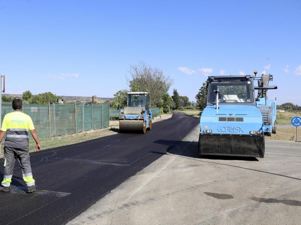 Operarios del Ayuntamiento inician las obras en el camino de las Cruces.