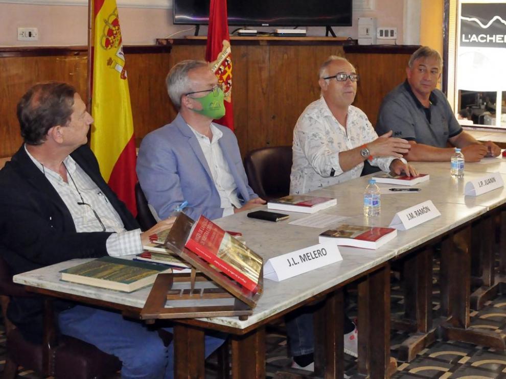José Luis Melero, Juan Manuel Ramón, Pedro Juanín y José Ángel Hierro, en la presentación del libro.