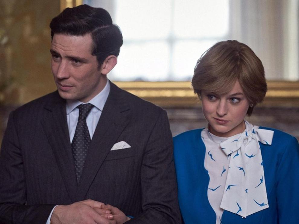 Josh O'Connor y Emma Corrin en la temporada 4 de The Crown.
