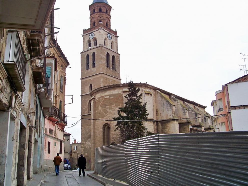 La valle del solar que protege el solar con la Iglesia de San Pedro tras ella