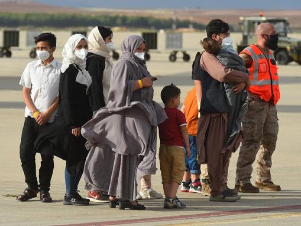 En el avión llegado ayer tarde había 55 menores y 16 ancianos.