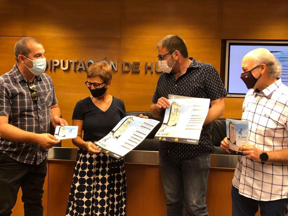 El músico Carlos Barraguer, la diputada provincial Maribel de Palo, el director de Morillo de Tou Pedro Arbó y el concejal de Aínsa-Sobrarbe, Agustín Muñoz.