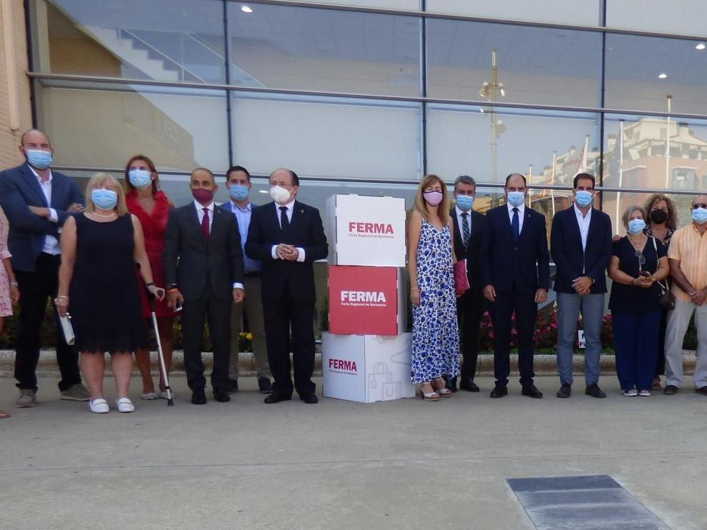 Autoridades durante la inauguración ayer de la 60 edición de la Feria Regional de Barbastro.
