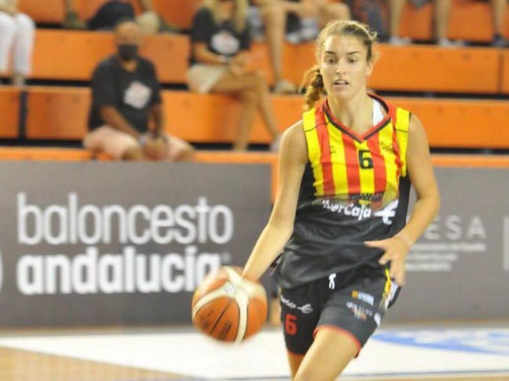 La barbastrense Marina Mata, bronce con Aragón en el Nacional de Baloncesto